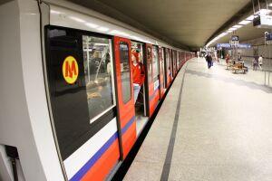 Metro zwalnia przy Świętokrzyskiej