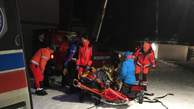Bez latarek schodzili ze Śnieżki, zjeżdżali z góry na materacach. Ratownicy pomagają turystom